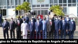 João Lourenço, Presidente angolano, com políticos durante visita ao Gana, 3 de Agosto de 2021