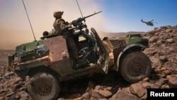 무장한 장갑차를 몰고 있는 말리 주재 프랑스군. (자료사진)
