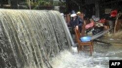 Trận bão Megi đã gây ra những vụ đất sạt lở qui mô lớn ở Đài Loan.