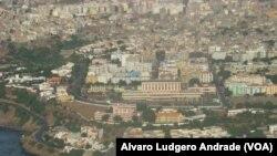 Vue aérienne de Praia, la plus grande ville ainsi que la capitale du Cap-Vert