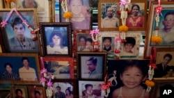 Ảnh của các nạn nhân sóng thần trong buổi lễ tưởng niệm ở Phang Nga, tỉnh Ban Nam Khem, 26/12/14