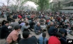 1999年4月25日法轮功成员在中南海前静坐示威