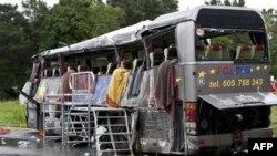 Chiếc xe buýt chở du khách Ba Lan bị tai nạn thảm khốc trên một xa lộ bên ngoài Berlin, ngày 26/9/2010