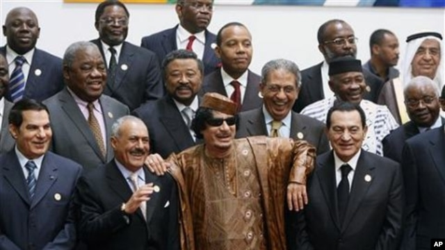 Libyan leader Moammar Gadhafi, centre, with Egyptian President Hosni Mubarak, right, and his Yemeni counterpart Ali Abdullah Saleh, centre left, during a group picture with Arab and African leaders during the second Afro-Arab summit in Sirte, Libya, 10 Oc