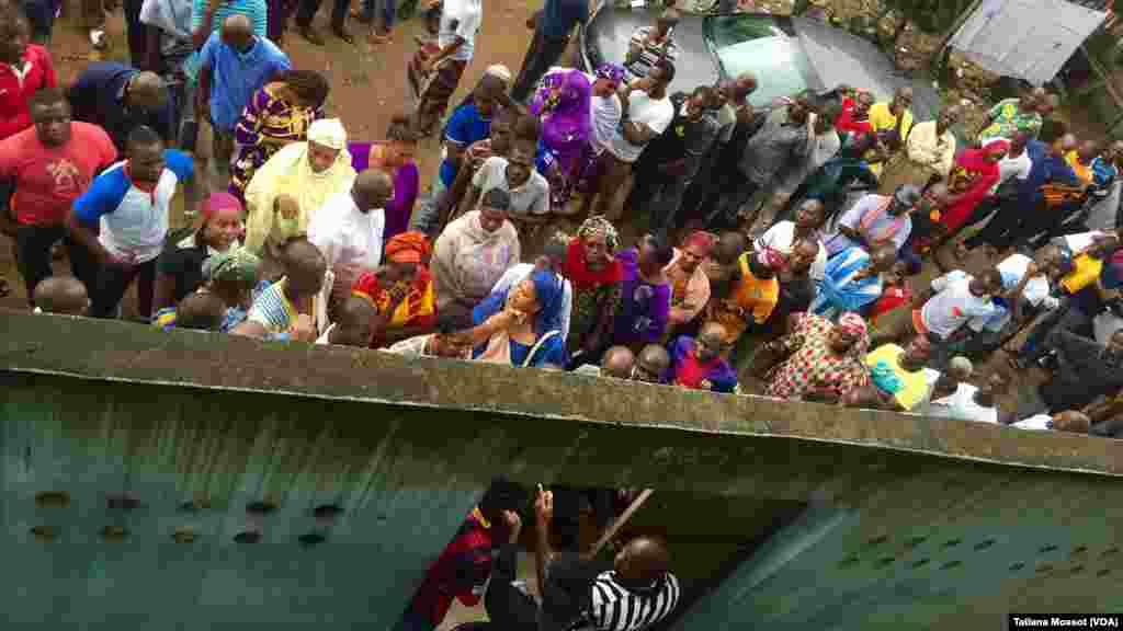 Dans la commune de Williamsville, à Abidjan, difficile également d'accéder au bureau de vote.