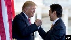 美國總統川普(左) 與日本首相安倍晉三(右)