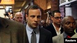 皮斯托瑞斯離開法院時