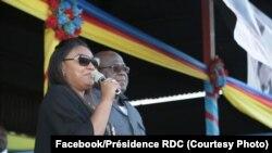 Président Félix Tshisekedi na molongani wa ye Denis Nyakeur na lisikulu na etando ya lipanda, na Bukavu, Sud-Kivu, 7 octobre 2019. (Facebook/Présidence)
