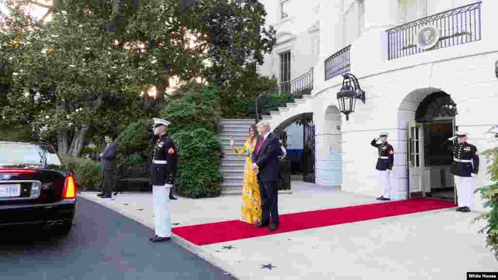 بخشی از کار رئیس جمهور دونالد ترمپ و بانوی نخست میلانیا ترمپ، پذیرایی از رهبران کشورهای جهان است که به قصر سفید میآیند.