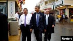Tổng thống Obama và Thống đốc bang New Jersey Chris Christie đi thăm một số cửa tiệm, nhà hàng, và quán giải trí đã mở cửa trở lại dọc theo bờ biển New Jersey, ngày 28/5/2013.