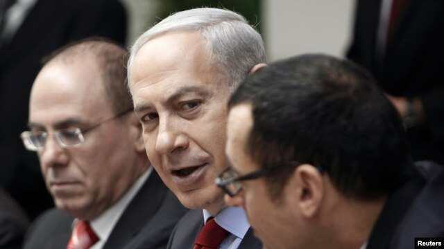 Israel's Prime Minister Benjamin Netanyahu (C) attends the weekly cabinet meeting in Jerusalem, December 9, 2012.
