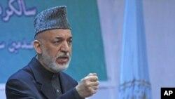 阿富汗总统卡尔扎伊4月17日在喀布尔的一个集会上讲话