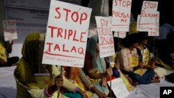"""Activists of various social organizations protest against """"Triple Talaq,"""" a divorce practice prevalent among Muslims in New Delhi, India, May 10, 2017."""