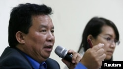 Bo Hla-Tint, the exiled government's Minister of Foreign Affairs and member of the National League in Myanmar speaks in a news conference in Indonesia's Human Rights Commission office in Jakarta Bo Hla-Tint (L), the exiled government's Minister of Foreign