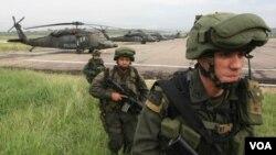 Tras un bombardeo, las tropas desembarcaron en la zona donde estaba el jefe guerrillero.
