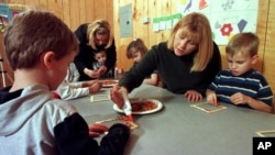 Anak-anak AS penderita autistik belajar di kelasnya (foto: ilustrasi).
