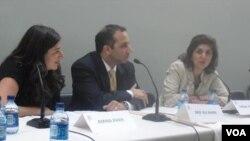 Farah Pandith (kanan), Wakil Khusus Departemen Luar Negeri AS untuk Masyarakat Muslim (foto: dok).