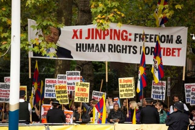 Biểu tình phản đối ông Tập Cận Bình khi ông này đến London ngày 20/10/2015.