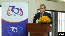 资料照片:美国大使墨菲在柬埔寨监狱博物馆签署保存和整理红色高棉S-21监狱受害者资料的文化谅解备忘录之前发表讲话 (2020年1月16日)