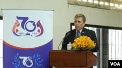 資料照片:美國大使墨菲在柬埔寨監獄博物館簽署保存和整理紅色高棉S-21監獄受害者資料的文化諒解備忘錄之前發表講話。 (2020年1月16日)