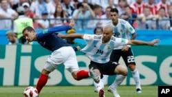 Francia jugará en cuartos de final ante el ganador del duelo entre Portugal y Uruguay más tarde en Sochi.