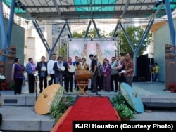Konjen RI di Houston Nana Yuliana membuka Festival (Courtesy: KJRI Houston)