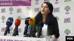 Berdevika Partîya Demokratîk a Gelan (HDP)'ê Ebru Gunay