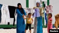 Người tị nạn Syria tại trại tị nạn Al Zaatri, nơi gần 120.000 người đang sinh sống tại nơi đã trở thành một thành phố nhỏ mọc lên từ một đồng bằng khô cằn cách biên giới Syria 12 kilomet.