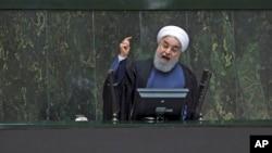 Tổng thống Iran Hassan Rouhani đang phát biểu trước Quốc hội