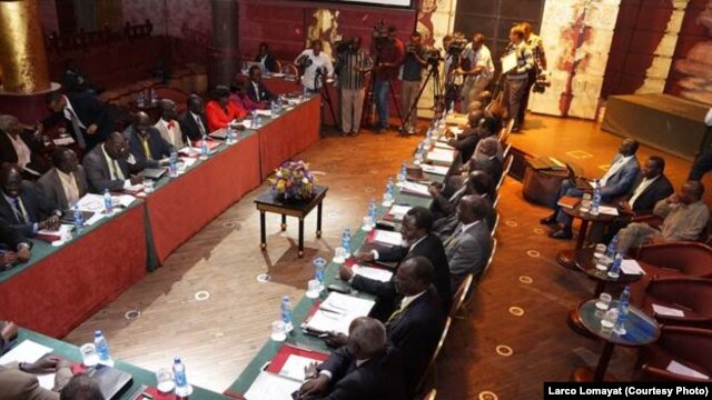 South Sudan peace negotiators meet in a night club in Addis Ababa, Ethiopia, Jan. 13, 2014.