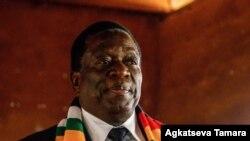 perezida akongera akaba kandida mu matora y'umukuru w'igihugu muri Zimbabwe Emmerson Mnangagwa aheje gutora i Sherwood muri Kwekwe itariki 30/07/2018.