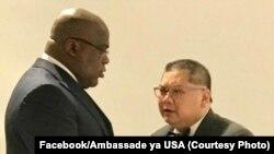 Le président Felix Tshisekedi et l'envoyé spécial des États-Unis pour la région des Grands Lacs, Peter Pham au Pullman hôtel Kinshasa, le 9 novembre 2019. (Facebook / Ambassade des États-Unis)