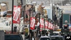 Các bích chương quảng cáo Liên hoan phim Sundance 2013 trên đường Main, ở Park City, bang Utah