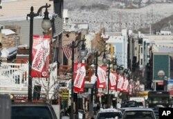 Các tấm băng rôn treo trên phố Main trong đợt liên hoan phim Sundance ở Park City, Utah, 17/1/2013.