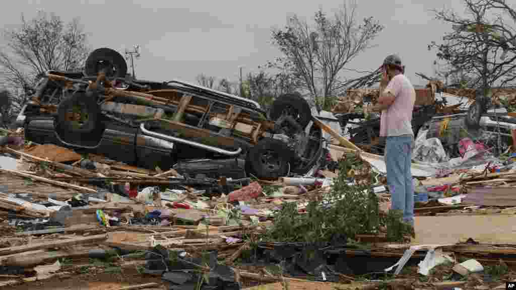 John Warner surveys the damage near a friend's mobile home in the Steelman Estates Mobile Home Park, destroyed in a tornado, near Shawnee, Oklahoma, May 20, 2013.
