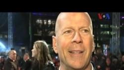Bruce Willis dan Jai Courtney - VOA Pop News