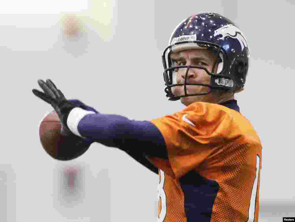 Denver Broncos quarterback Peyton Manning readies to throw a pass during a practice session for the Super Bowl at the New York Jets Training Center in Florham Park, New Jersey, Jan. 30, 2014.