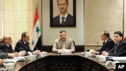 Ριάντ Χιτζάμπ, στο κέντρο (φώτο αρχείου)