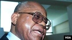 Tokoh oposisi Kongo, Etienne Tshisekedi, mengumumkan bahwa dirinya adalah pemimpin Kongo yang sah (19/12).