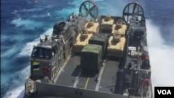 """""""黎明閃電""""聯合軍演出動了LCAC型氣墊登陸艇。(視頻截圖)"""