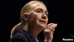 Varias encuestas le dan a Clinton una abrumadora ventaja entre los demócratas sobre el vicepresidente Joe Biden.