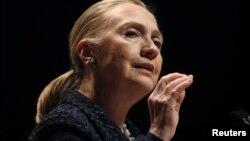 Clinton se reunió en Irlanda con el canciller ruso y el enviado especial de la ONU para Siria.