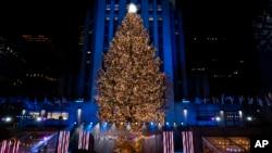 在紐約洛克菲勒中心聖誕樹。