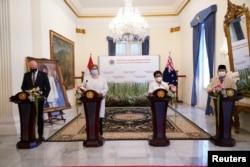 Dari kiri: Menhan Australia Peter Dutton, Menlu Australia Marise Payne, Menlu RI Retno Marsudi dan Menhan RI Prabowo Subianto, memberikan keterangan kepada media di kantor Kememlu RI, Jakarta, 9 September 2021. (Kemlu RI)