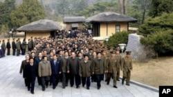 北韓勞動黨的代表前往參觀金日成的誕生地
