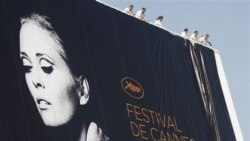 امسال پوستر رسمی جشنواره سینمایی «کن» به یک تصویرقدیمی از «فی داناوی» بازیگر سینمای آمریکا مزین شده است - ۹ مه ۲۰۱۱
