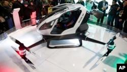 Mô hình máy bay không người lái EHang 184 trong một triển lãm ở Las Vegas, ngày 06 tháng 01 năm 2016.
