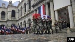 Похороны в Париже французского военнослужащего, погибшего в Афганистане (архивное фото)