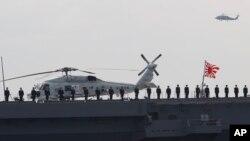 지난해 10월 일본 자위대 병사들이 도쿄 남부에서 열린 해군 행사에 참석했다. (자료사진)