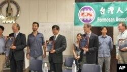 台灣人公共事務會北加州分會在舊金山海灣的伯克利加州大學舉辦了一場舊金山和平條約60周年紀念演講會,出席學者和贈紀念品。